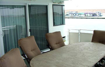 Houseboat master suite
