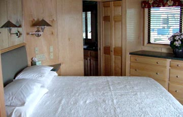 Houseboat master bath